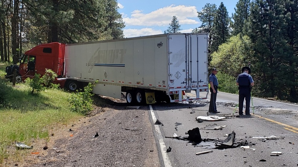 Update: Fatal crash closes Hwy 140 north of Klamath Falls for hours